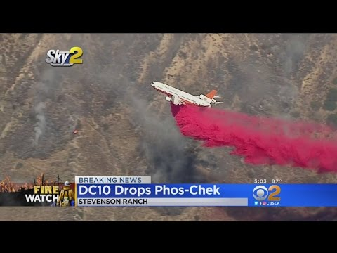 DC-10 Drops Phos-Chek In Effort To Contain Sage Fire – YouTube