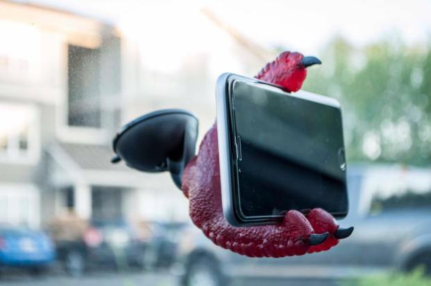 Phone Claw Is The Most Unique Smartphone Holder Ever – GameNGadgets  https://www.jonthings ...