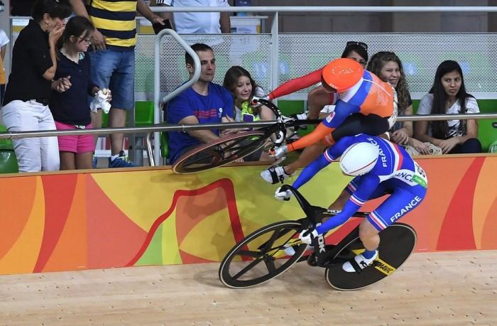 Sport picture of the day: Laurine van Riessen's spectacular evasive action  Laurine van Ri ...