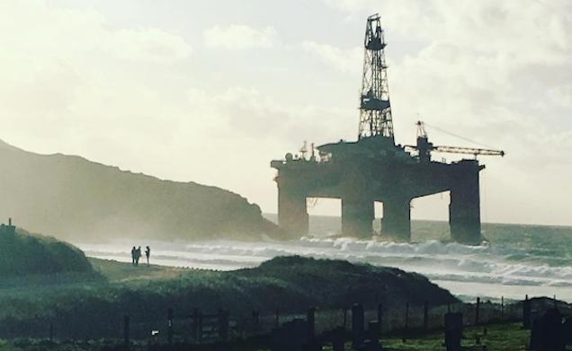 A 17,000-Ton Oil Rig Ran Aground on a Beach