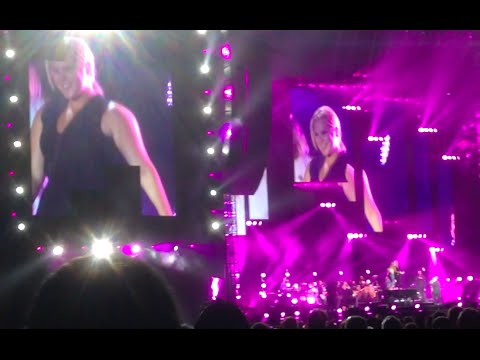 Amy Schumer, Jennifer Lawrence dance on Billy Joel's piano at Wrigley Field concert – YouTube