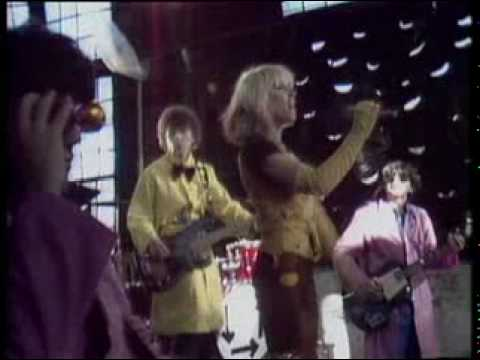 Blondie-Atomic (official videoclip)+INTRO+Lyrics to sing along with Debbie! – YouTube