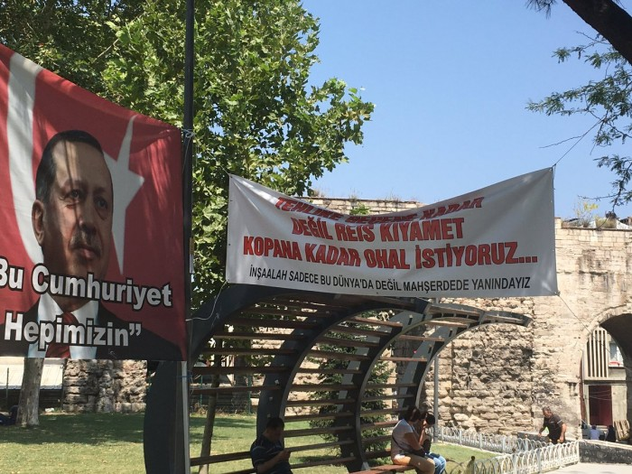 """Pro Erdoğan & Pro democracy"" banner in Istanbul -We want State of emergency til ..."
