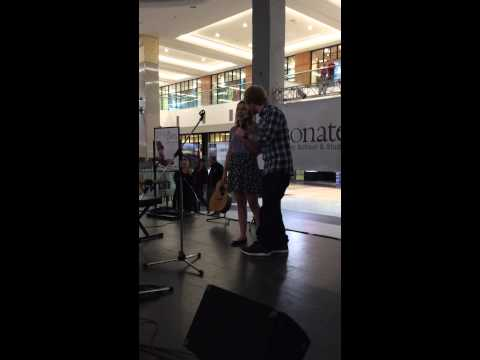 Ed surprises fan singing his song at the Mall – YouTube