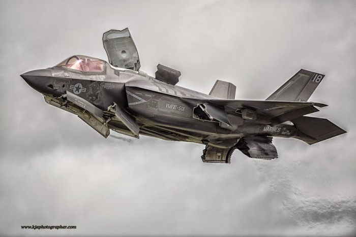 Ugly ugly ugly waste of trillions of dollars, not a patch on the 50 year old Harrier