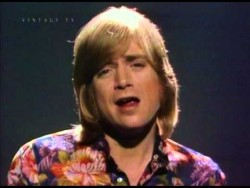 Justin Hayward 'Forever Autumn' (Rare Video) – YouTube