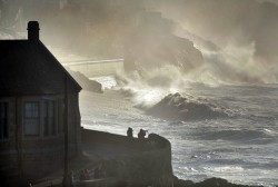 Storm Doris set to batter Cornwall with strong winds and huge waves | Cornwall Live