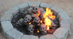 A Flaming Pile of Skulls Is the Perfect Backyard Accessory for 2017