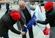 [VIDEO] Protestors burn French flag mistaking it for Dutch flag in Samsun – Turkish Minute
