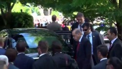[VIDEO] Video shows Erdoğan watched bodyguards' violent attack on protesters in DC | Turkish Minute