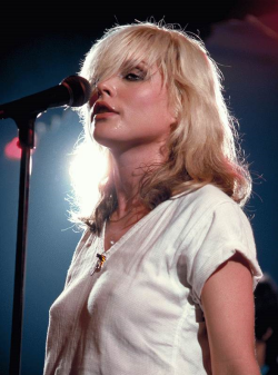 Debbie Harry on stage being all kinds of hot in 1979