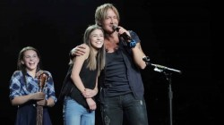 Keith Urban Calls Girl Onstage On A Whim, Is Amazed When She Belts Out An Incredible Surprise Pe ...