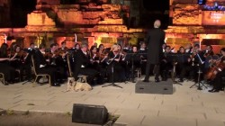 Dog walks out on stage and settles in during live orchestra performance in Turkey