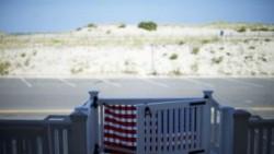 Chris Christie, New Jersey governor, enjoys beach he closed to public – BBC News