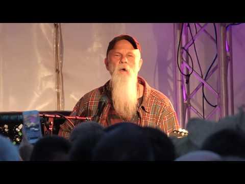 Seasick Steve at Perranporth – YouTube