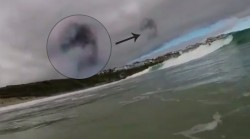 Surfer spots  'UFO' in the sky over Cornwall (VIDEOS) — RT Viral