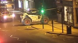 UK criminals steal ATM using forklift truck as battering ram (VIDEO) — RT Viral