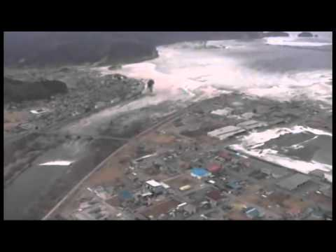 Tsunami devours people of Minamisanriku filmed from the air – YouTube
