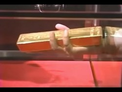 Getting 12.5 Kg Gold Bar Out Of Glass Box | Amazing Japan – YouTube