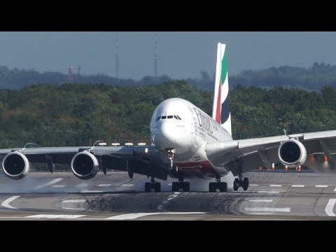 Unbelieveable AIRBUS A380 HARD CROSSWIND LANDING during a STORM at Düsseldorf – 4K – YouTube