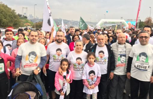 Intervention in Ali İsmail Korkmaz T-Shirts in İstanbul Marathon – english
