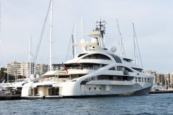 Don't normally like most superyachts but this one is pretty