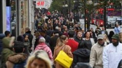 UK economy faces 'longest fall in living standards in 60 years' – BBC News