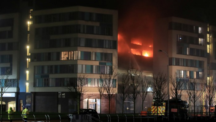'Ferocious' fire destroys 1,400 vehicles in Liverpool multi-story car park (VIDEOS, PHOTOS) — RT ...