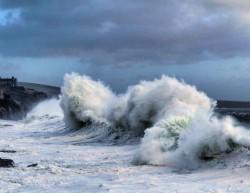 Storm Eleanor hits Porthleven