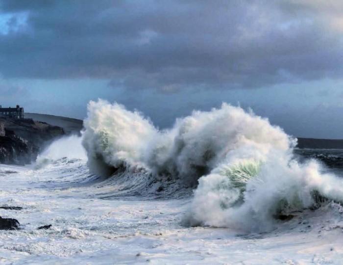 Storm Eleanor hits Porthleven