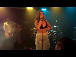 Anne-Marie – Rockabye (Clean Bandit & Sean Paul) [O2 ABC Glasgow] – YouTube