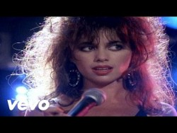 The Bangles – Walk Like an Egyptian – YouTube