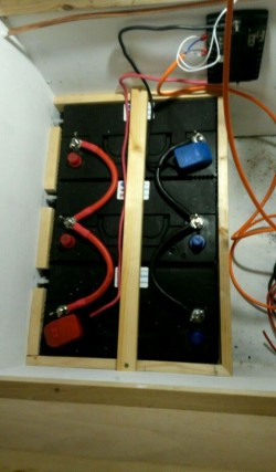 Multiple caravan leisure battery wiring, power feed and earth from opposite batteries