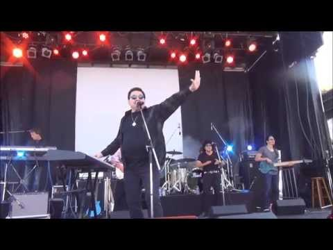 Painful rendition of 'Africa' by former Toto singer, Bobby Kimball