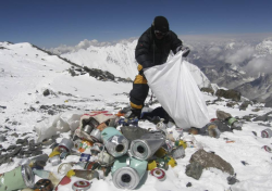 3,000 kg of garbage collected from Mt. Everest