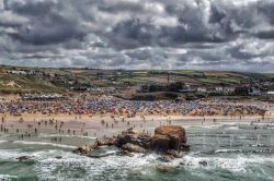 Overcrowding warnings in Cornwall after 'serious incident' on busy beach