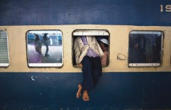 Man trying to get out of a crowded train in India
