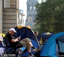 Apple's iPhone 7 launch sees fans queueing for FIVE DAYS | Daily Mail Online