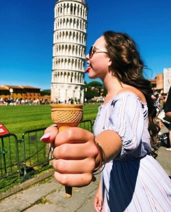 Whoever Said That Posing With The Leaning Tower Of Pisa Was Boring Clearly Hasn't Seen These 10+ ...