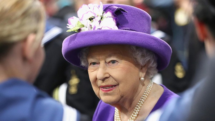 Queen concerned about her security as police introduce cost-cutting measures  — RT UK News