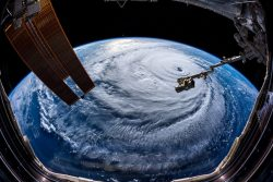 Huge hurricane about tho hit the US, 400km wide – Sep 2018