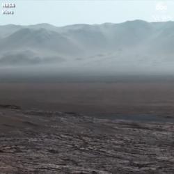 Curiosity rover snaps spectacular Mars panorama