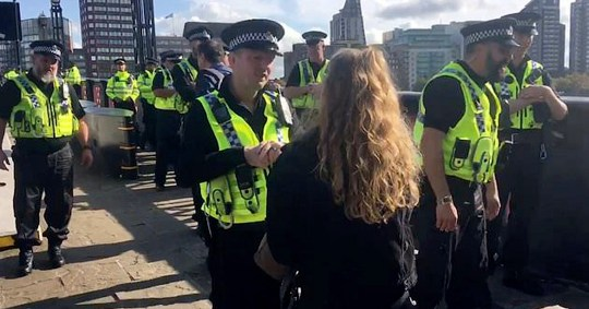 Police 'ask people for ID to cross London bridge'
