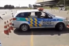 Police training/demonstration of how to escape bumper-to-bumper traffic using the handbrake