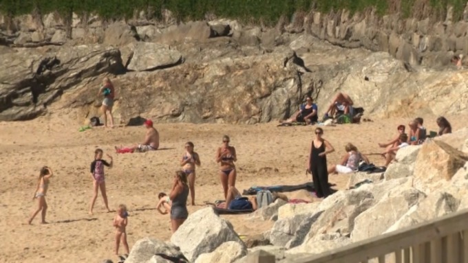 'Carnage' as hundreds head to Devon and Cornwall's beaches to make the most of ...