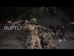 USA: Violent clashes erupt between protesters and federal agents in Portland