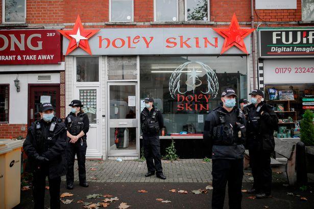 Bristol tattoo shop raided again as Aron Walton confronts officers over Magna Carta – Bris ...