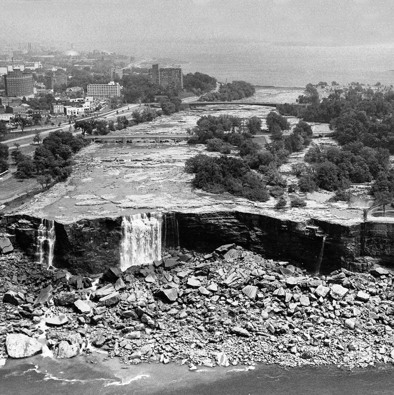 Incredible photos show Niagara Falls after they were drained in 1969