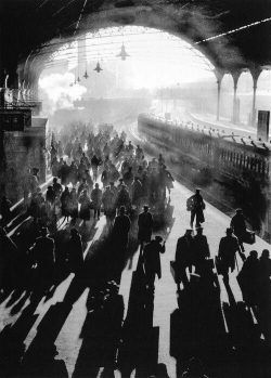 Unknown photographer, Victoria Station, London, 1934