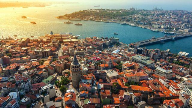 Covid: Britons fly via Turkey to avoid costly quarantine
